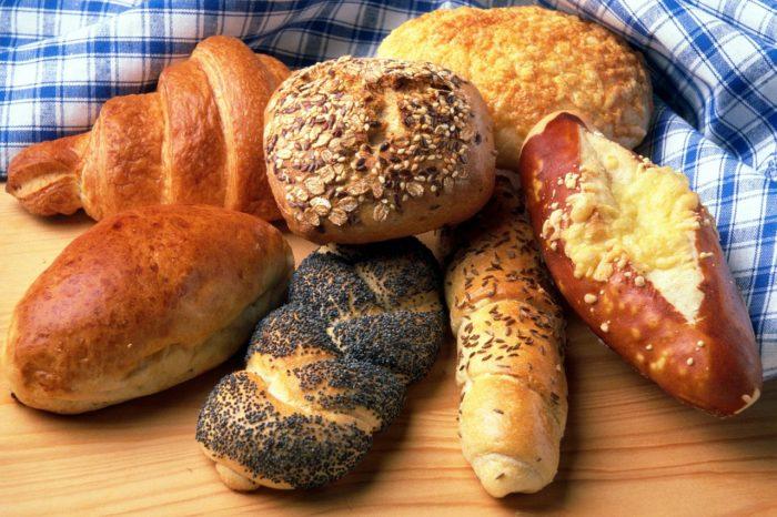 (Deutsch) Frische Brötchen zum Frühstück